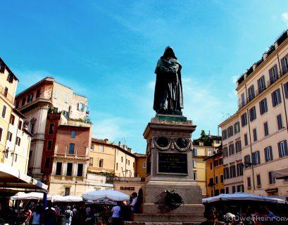 Roma - Piazza Campo de' Fiori. Credit by: Wikimedia